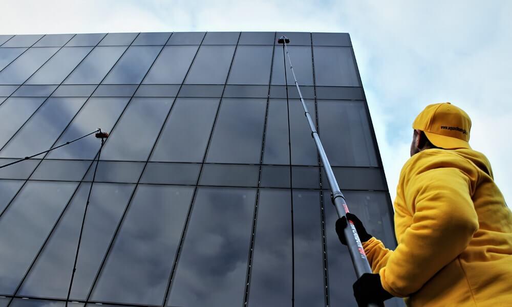 Czy mycie szyb musi być uciążliwe dla pracowników budynku? Nie!