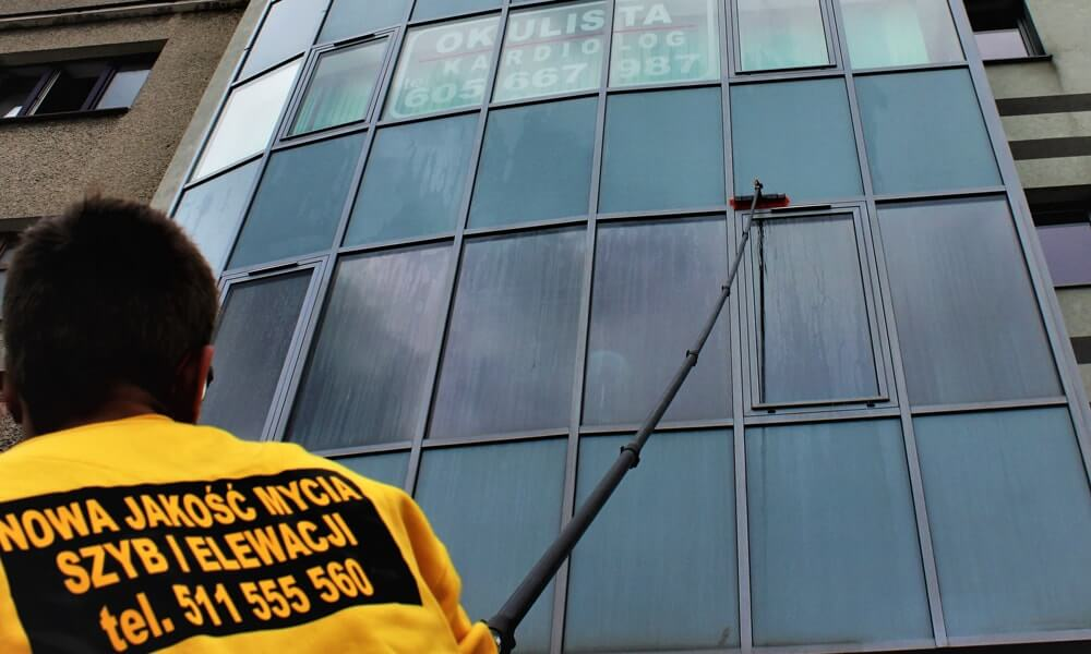 Mycie szyb i okien w biurowcach i budynkach komercyjnych